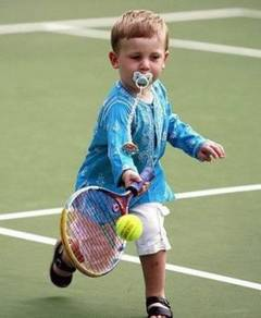 Cat-costa-sa-ti-dai-copilul-la-tenis-daca-vrei-sa-faca-performanta